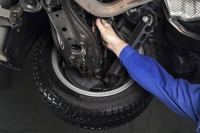 Manchas sob o veículo ajudam no diagnóstico de vazamentos