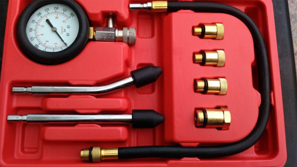 Medir a compressão do motor ajuda no diagnóstico de vazamentos