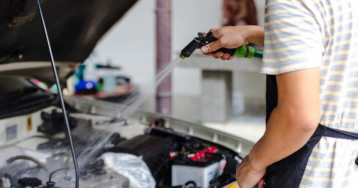O motor do carro pode (ou não) ser lavado?